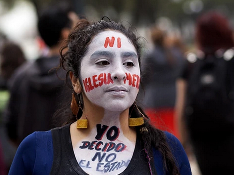 Women still face a five-year prison sentence for having an abortion in Chile. (Photo Credit: Fernando Lavoz/Demotix/Corbis via The Guardian)